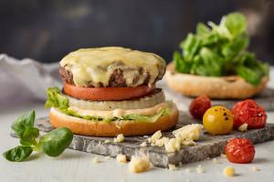 Port salut burger juustokuorrutteella